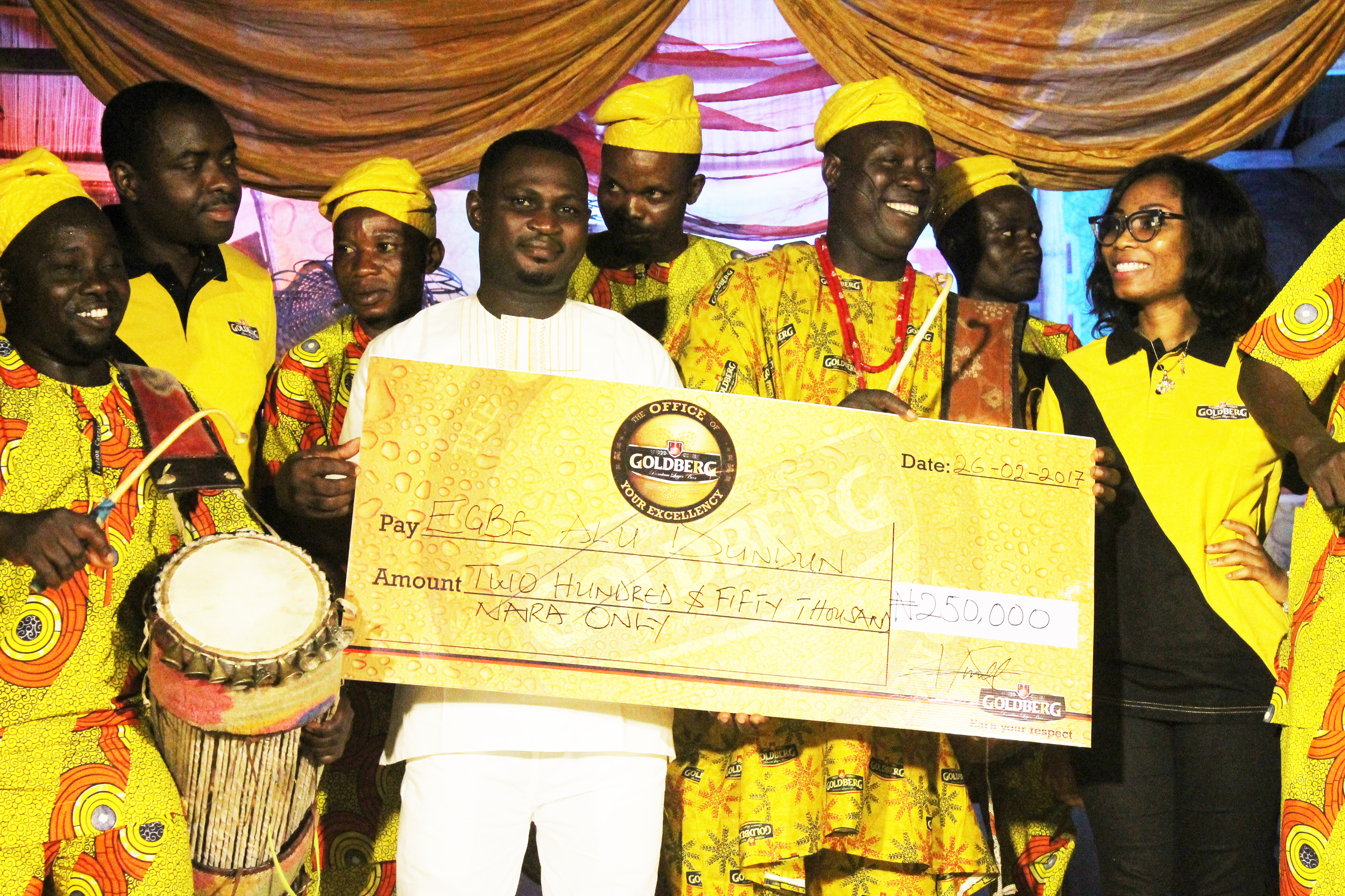 Akinwande Kunle , Area Sales Manager, Nigerian Breweries Plc, Ilorin (2nd from left) presenting a cheque of Two Hundred and Fifty Thousand Naira to the winning band, Egbe Alu Dundun at the Goldberg Excellency Tour in Ilorin on Sunday. With them is Ayotola Owolabi (first from right), Assistant Trade Marketing Manager, Nigerian Breweries Plc.