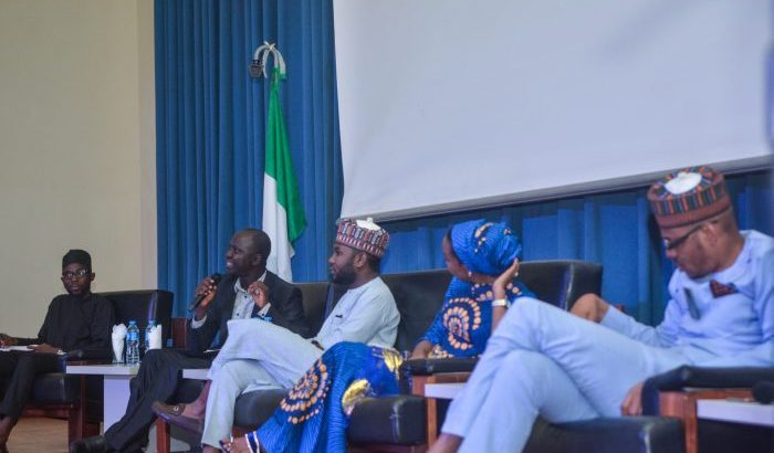 Hundreds of Nigerian youth gather to discuss role, future of country