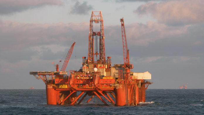Oil rises as U.S. slaps sanction on Venezuela