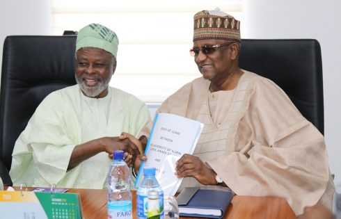 R - L: Chairman, OER Farms Ltd, Alhaji (Dr) Muhammadu Indimi, OFR and Vice-Chancellor, University of Ilorin (Unilorin), Prof. Sulyman Age Abdulkareem, at the signing ceremony of a 21-year Land Lease Agreement for a 10,000-hectare agricultural project on Thursday, 5 December 2019 in Maiduguri.